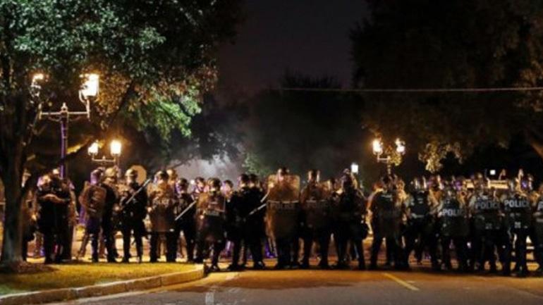 ΗΠΑ: 23 συλλήψεις στο Σεντ Λούις μετά τα επεισόδια αστυνομίας και διαδηλωτών - Οι U2 ακύρωσαν συναυλία τους