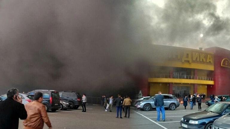 Μεγάλη φωτιά σε αγορά της Μόσχας