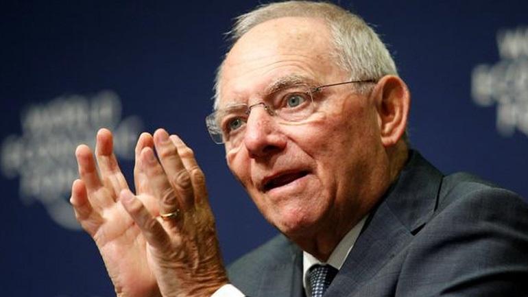 Σόιμπλε: Οι ίδιοι οι Έλληνες αποφασίζουν για παραμονή στο ευρώ