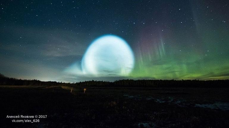 Φρενίτιδα στη Σιβηρία: Τεράστια φωσφορίζουσα μπάλα εμφανίστηκε στον ουρανό - Η εξήγηση του ρωσικού στρατού