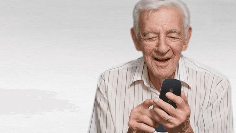 Αυξημένη χρήση φορητών συσκευών και κίνδυνοι για τους μεγαλύτερους ηλικιακά χρήστες