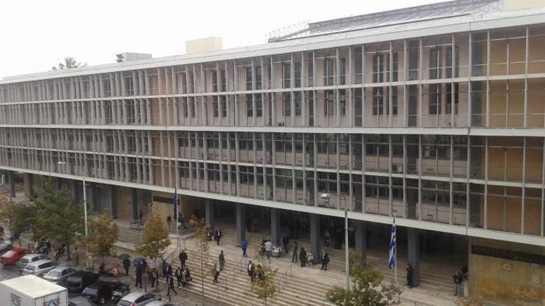 Η πρόεδρος των συμβολαιογράφων Θεσσαλονίκης διώκεται για υπεξαίρεση σε πλειστηριασμούς