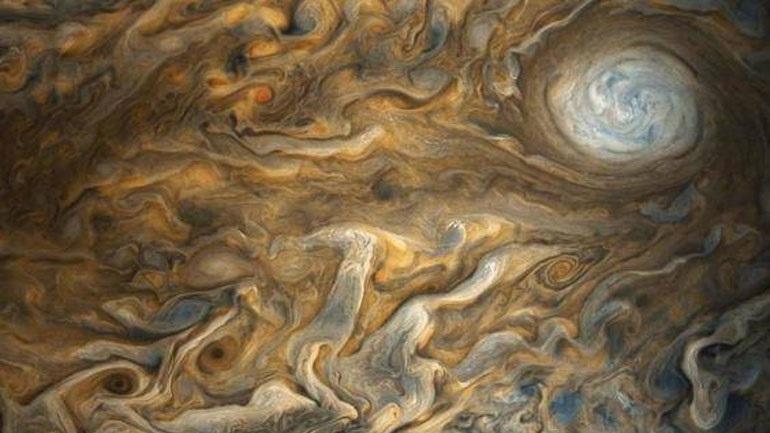 Φοβερές φωτογραφίες από τον πλανήτη Δία έστειλε το Juno