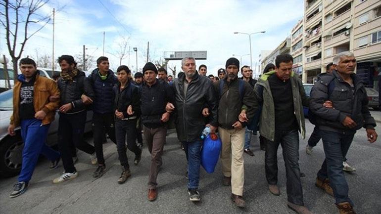 Θεσσαλονίκη: Πρόσφυγες συγκεντρώθηκαν στην πλατεία Αριστοτέλους με σκοπό να κινηθούν μαζικά προς τα βόρεια σύνορα