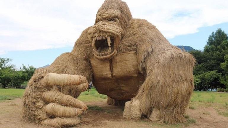 Γιγάντια αγάλματα ζώων...από ρύζι