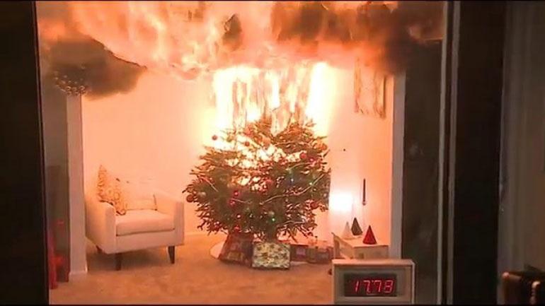 Συμβουλές της Πυροσβεστικής για να μην κινδυνέψετε από πυρκαγιά λόγω του... χριστουγεννιάτικου στολισμού