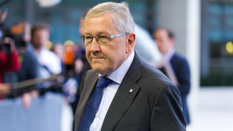 Ρέγκλινγκ: «Η Ελλάδα, αν όλα πάνε καλά, θα βγει από το πρόγραμμα το καλοκαίρι του 2018»