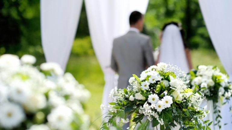 Βρετανία: Ιερέας επέβαλε πρόστιμο σε όσες νύφες αργούν να πάνε στον γάμο τους