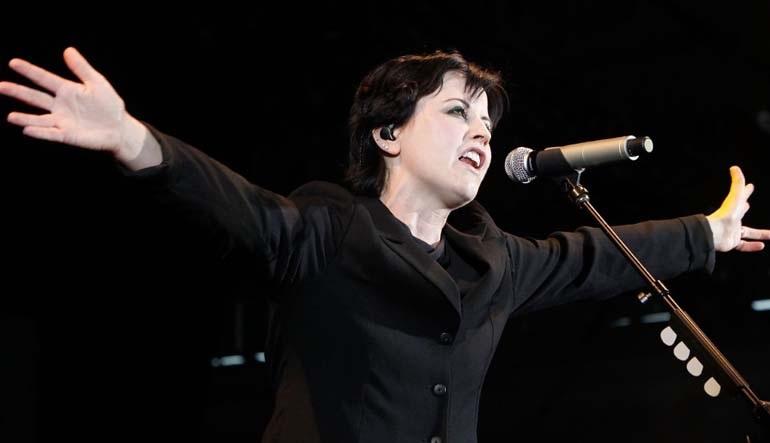 Απεβίωσε αιφνιδίως η τραγουδίστρια των Cranberries Ντολόρες Ο' Ρίορνταν