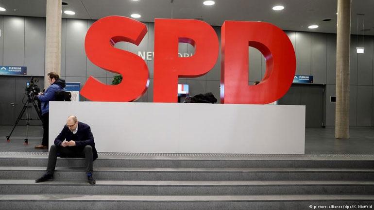 SPD: Ναι σε κυβέρνηση μεγάλου συνασπισμού με τη Μέρκελ