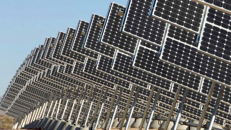 ΗΠΑ: Η ηλιακή ενέργεια δημιουργεί περισσότερες θέσεις εργασίας από οποιαδήποτε άλλη βιομηχανία