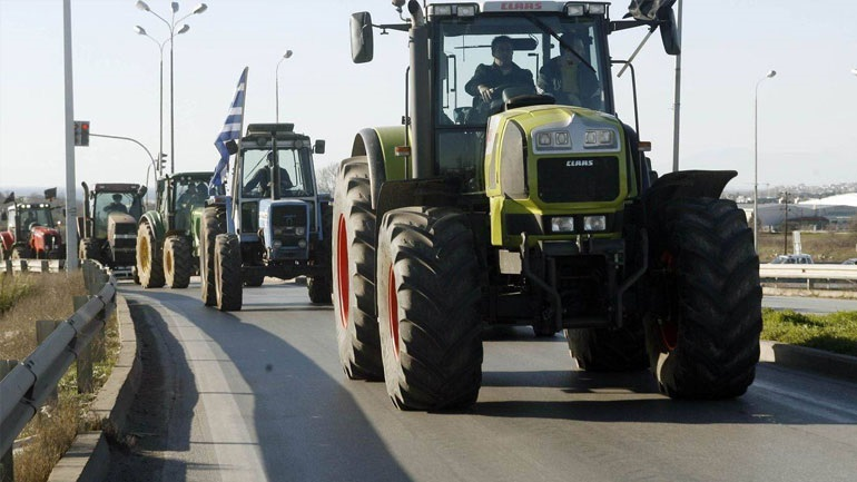 Συνεχίζουν τον αγώνα τους οι αγρότες της Κρήτης
