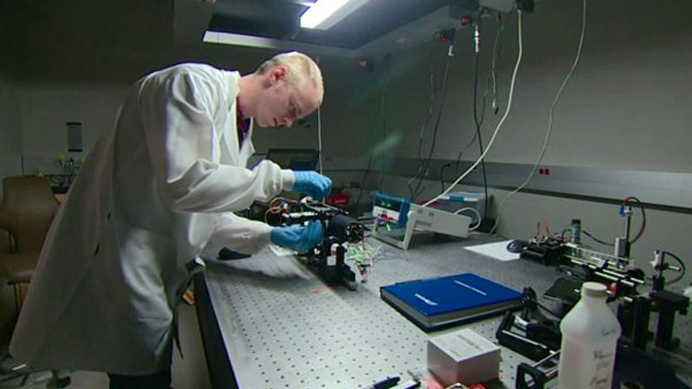 Το ενδοσκόπιο «Πρωτέας» τρυπώνει για πρώτη φορά στους πνεύμονες και βλέπει τις βακτηριακές λοιμώξεις