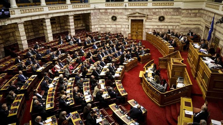 Βουλή Novartis: «Υποκρισία» καταγγέλλει η Χρυσή Αυγή - «Έωλο το κατηγορητήριο» δηλώνει η Ένωση Κεντρώων