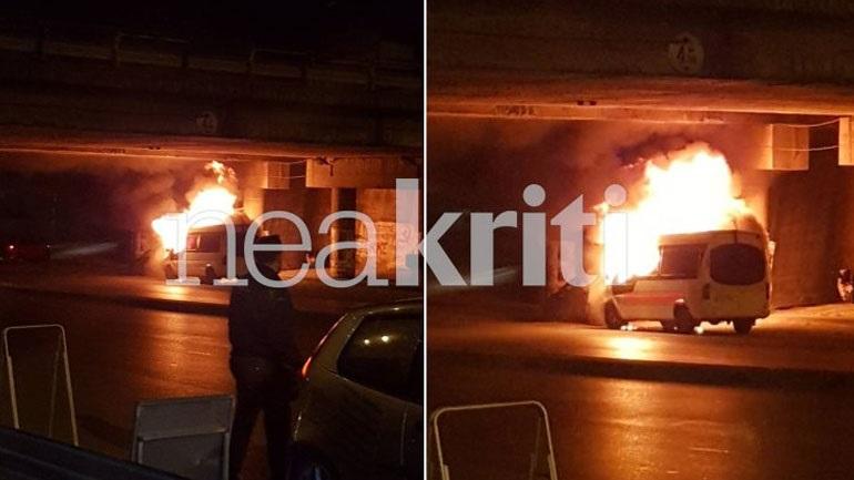 fb28973be0 Ηράκλειο  Αυτοκίνητο τυλίχτηκε στις φλόγες εν κινήσει