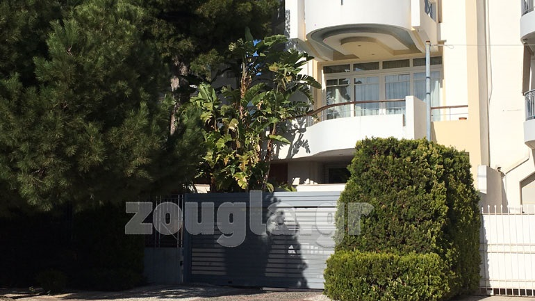Ληστές εισέβαλλαν στο σπίτι του Πανταζή στη Βουλιαγμένη 2404191