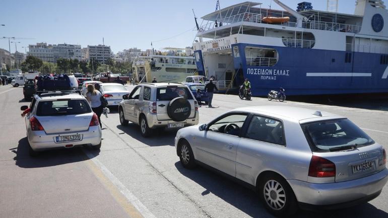 Ξεκίνησε η πασχαλινή έξοδος των εκδρομέων από το λιμάνι του Πειραιά 2404775