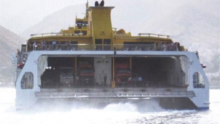 Επιστρέφει στον Πειραιά το «FlyingCat 6» λόγω μηχανικής βλάβης 2405359