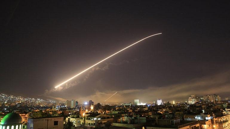 Καρέ-καρέ αναχαίτιση πυραύλου από τη συριακή αντιαεροπορική άμυνα