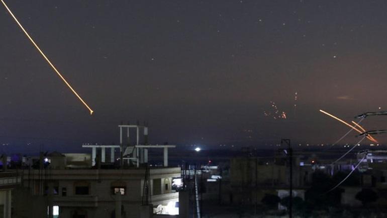 """Πολεμική έκρηξη στη Μέση Ανατολή - Ιρανικοί πύραυλοι έπληξαν ισραηλινές θέσεις - Πυραυλική """"απάντηση"""" από το Ισραήλ"""