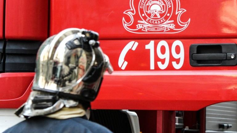 Φωτιά σε επιχείρηση σκραπ στο Μενίδι
