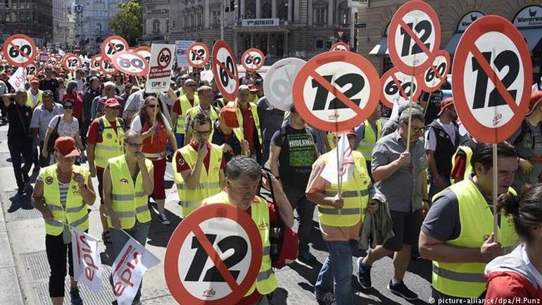 Αυστρία: Χιλιάδες διαδηλωτές στη Βιέννη εναντίον του 12ωρου που ετοιμάζεται να θεσπίσει η κυβέρνηση Κουρτς