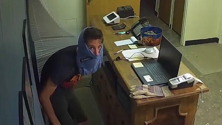 Κλέφτης χρησιμοποίησε εσώρουχο για να καλύψει εν μέρει το πρόσωπό του 52a4e365383