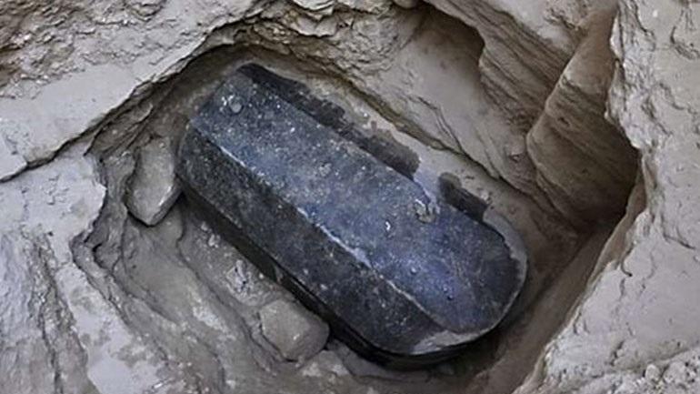 Αλεξάνδρεια: Βρέθηκαν τρεις σκελετοί εντός της μαύρης σαρκοφάγου