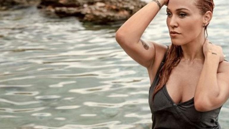 Πηνελόπη Αναστασοπούλου  Φωτογραφίζεται με μαγιό στον 5ο μήνα της  εγκυμοσύνης της! 5c6f4ef5a1e