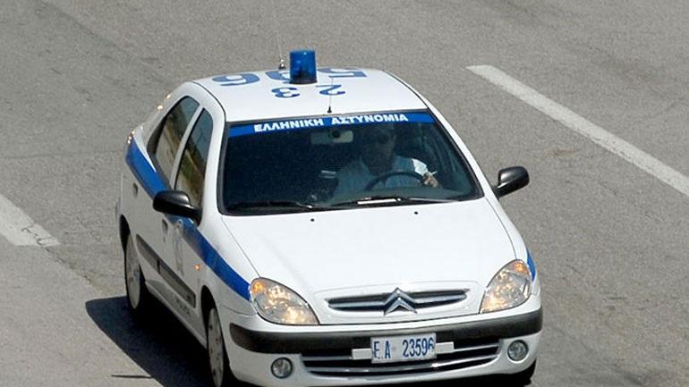 Πάτρα: Περιπολικό της ΕΛ.ΑΣ. «καρφώθηκε» σε μάντρα