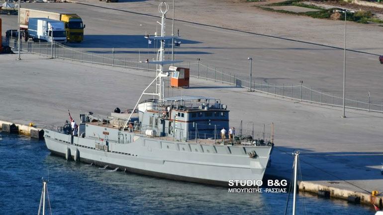 Στο Ναύπλιο πρώην γερμανικό πολεμικό σκάφος που το μετέτρεψαν σε σκάφος αναψυχής
