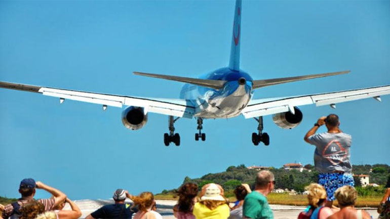 Serious 12-year accident in Skiathos, which was barred from an airplane
