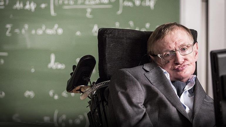 """Στίβεν Χόκινγκ, μετά θάνατον, «Σύντομες απαντήσεις στα μεγάλα ερωτήματα»: """"Οι ελίτ απειλούν την ανθρωπότητα μέσω γενετικής"""""""