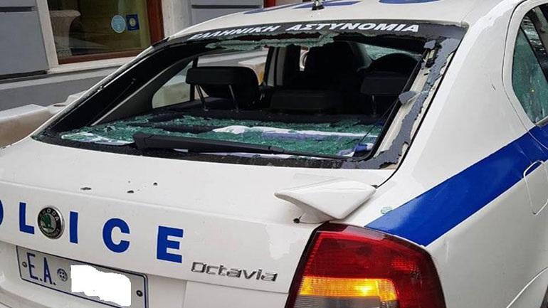 Ένωση Αστυνομικών Υπαλλήλων Αθηνών για τις επιθέσεις σε περιπολικά: «Αστυνομικοί – εμφανείς στόχοι»