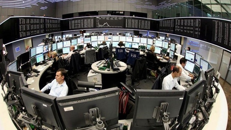 Πτώση στις ευρωαγορές - Υποχωρεί το ευρώ