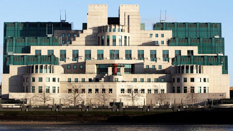 Daily Mirror: Οι υπηρεσίες πληροφοριών της Βρετανίας φέρονται να παρακολουθούν Ρώσους διπλωμάτες