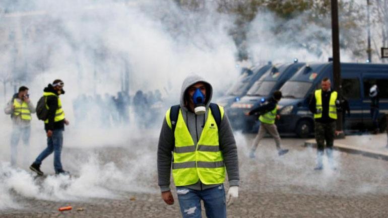 «Κίτρινα Γιλέκα»: Συλλήψεις 34 ανθρώπων με επικίνδυνο εξοπλισμό