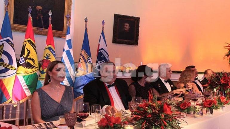 Παρουσία του ΥΠΕΘΑ και στελεχών των Ενόπλων Δυνάμεων το πρωτοχρονιάτικο γεύμα στη Λέσχη Αξιωματικών