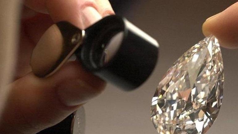 Ιταλία: Απάτη σε πωλήσεις διαμαντιών - Εμπλέκονται οι τέσσερις μεγαλύτερες τράπεζες της χώρας