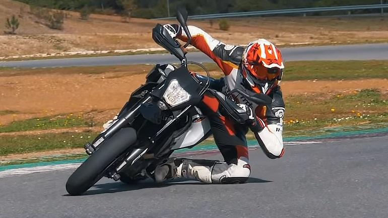 KTM 690 SMC R   Enduro 2019  Παιχνίδι σε άσφαλτο ή χώμα  09a7284dbd3