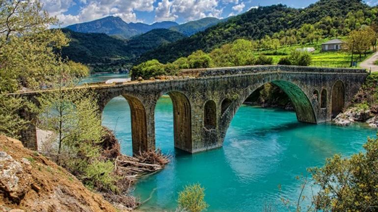 Η διάσωση των ιστορικών πέτρινων γεφυριών της Κοιλάδας του Αχελώου και το άγνωστο μονότοξο γεφύρι «Καμάρα»