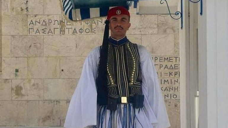 Συγκλονίζουν οι γονείς του αδικοχαμένου Εύζωνα: Ο πόνος μας, έγινε πόνος όλων των Ελλήνων