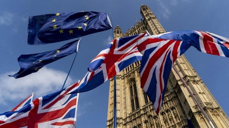 Sun: Ίσως η κυβέρνηση επιλέξει την παραμονή στην τελωνειακή ένωση της Ε.Ε.