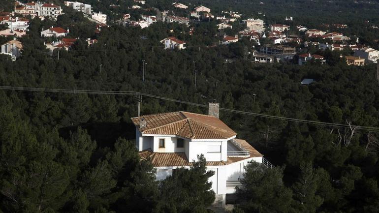 ΣτΕ: Αντισυνταγματικός ο νόμος για οικισμούς αυθαιρέτων σε δάση