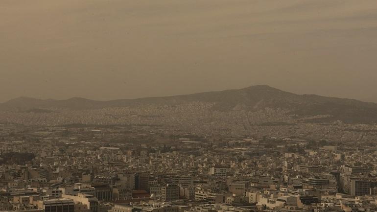 Aνάσταση με ζέστη, αφρικανική σκόνη και συννεφιές