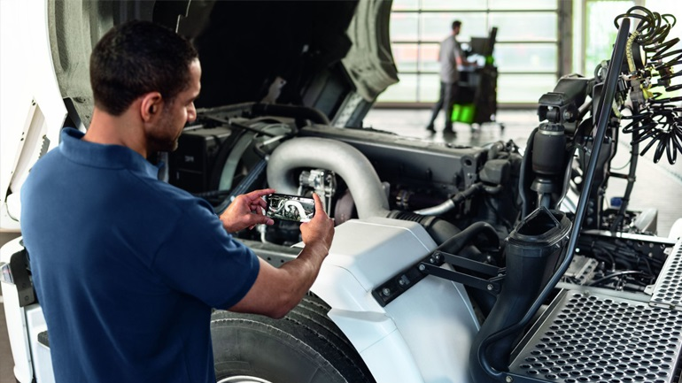 This tool simplifies problems in the car workshop