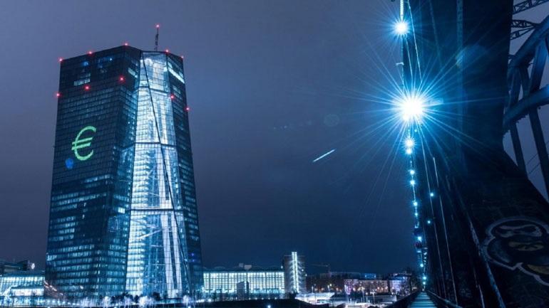 Ανησυχία ΕΚΤ για υψηλό χρέος, τράπεζες και «φούσκες» στην αγορά ακινήτων