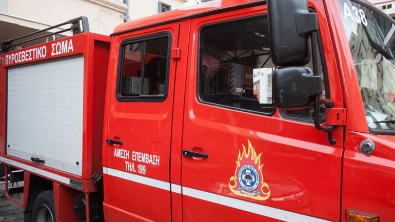 Άγνωστοι πυρπόλησαν τουριστικό λεωφορείο στην πλ. Καραϊσκάκη