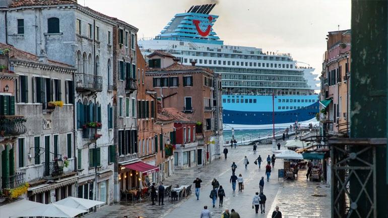 Δήμαρχος Βενετίας προς UNESCO: Βάλτε την πόλη στη «μαύρη λίστα» της Παγκόσμιας Κληρονομιάς
