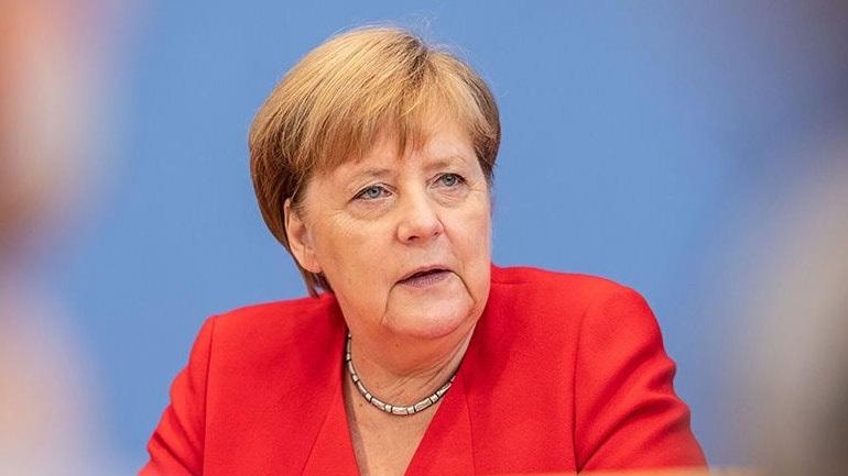 «Ο επόμενος πρωθυπουργός της Βρετανίας πρέπει να εφαρμόσει τη συμφωνία που έχει συνάψει το Λονδίνο με την Ε.Ε.»